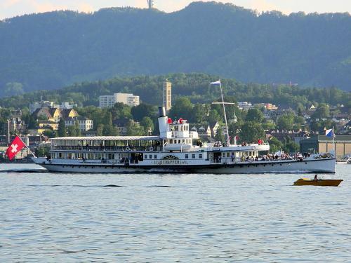 23.-1024px-Dampfschiff Sta23.-dt ZÅrich - Felsenegg - Wollishofen - Hafen Riesbach 2012-05-28 19-16-27 (P7000)