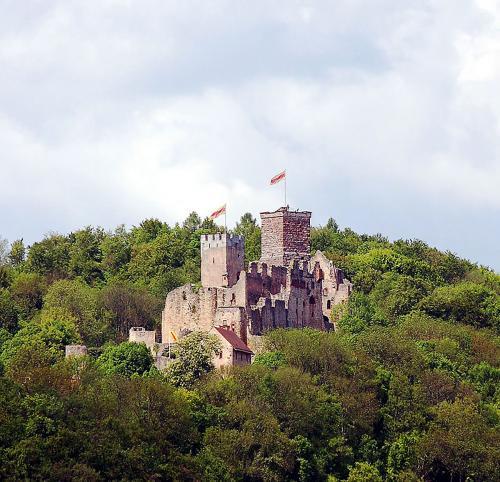 43.-800px-Burg Roetteln
