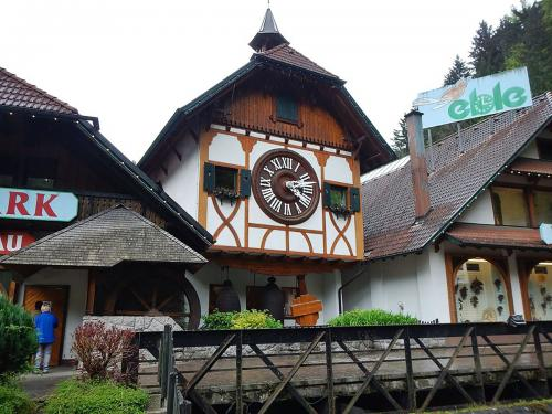 60.-Weltgrîsste Kuckucksuhr - World's Biggest Cuckoo Clock - panoramio