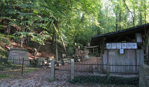 66.-1280px-Pfaffenweiler Steinbrucheingang